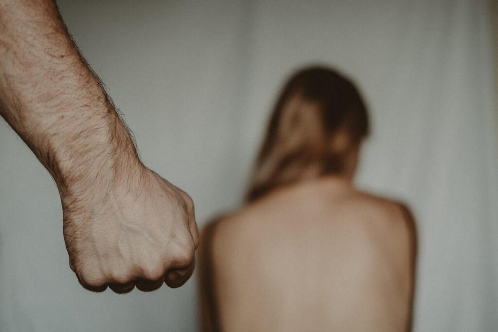 20 Signs of Traumatic Bonding
